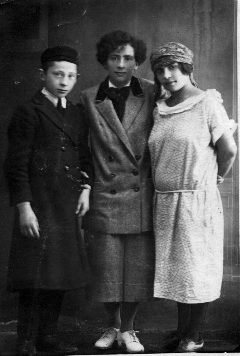Eve Adams with her siblings in 1925.