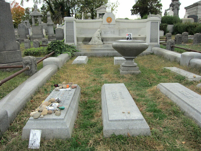 Houdini's grave in Queens