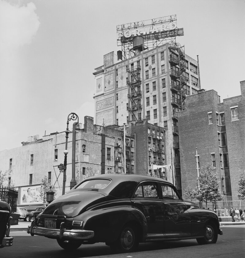 The <em>Forward</em> building in New York City, pictured around 1950.