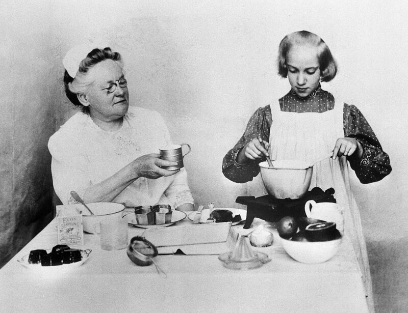 Fannie Farmer and a pupil, making some jelly together.