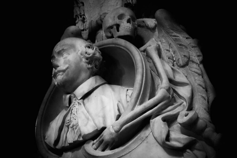 Santa Maria sopra Minerva, memorial to Carlo Emanuele Vizzani, by Domenico Guidi, 1661 (photograph by Elizabeth Harper)