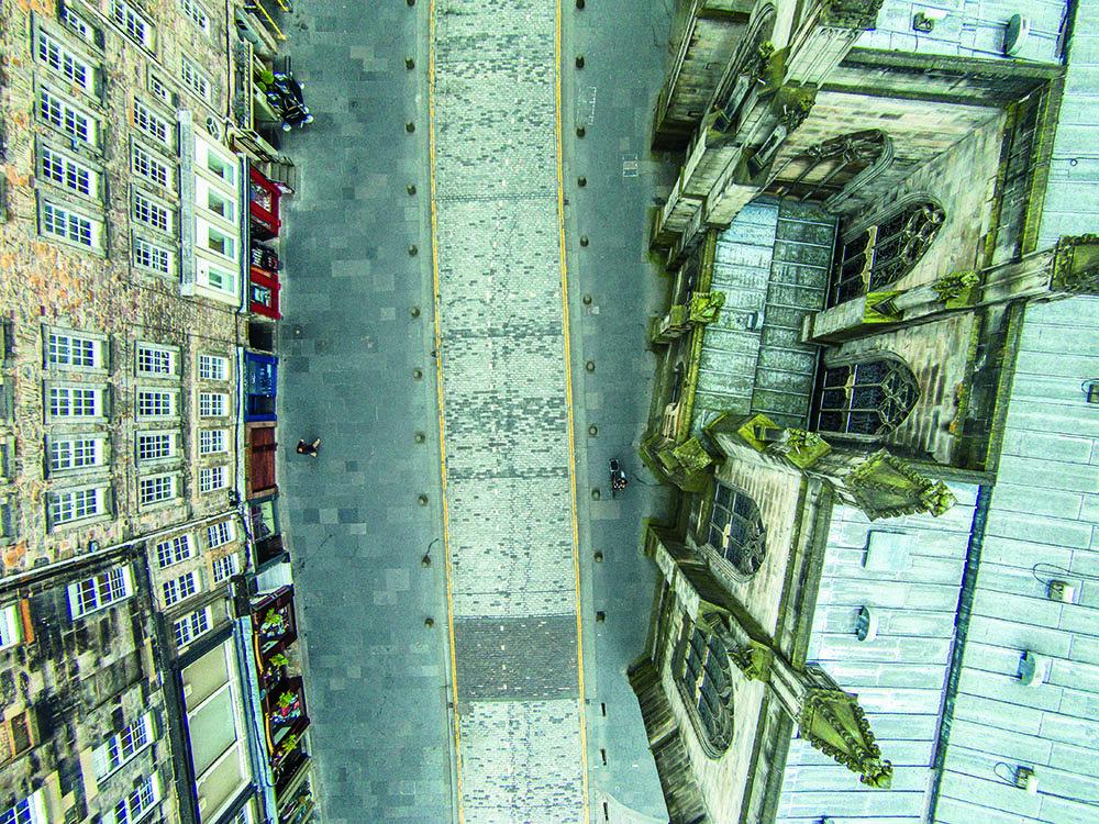 Edinburgh, Scotland, by Francesco Gernone Photo. Latitude 55.9494, Longitude -3.1911, Altitude 103 ft.
