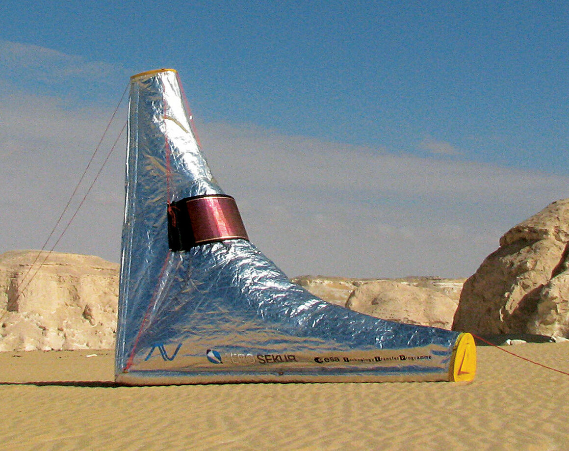 This inflatable tent, known as the DesertSeal, is designed to protect against high temperatures. (Andreas Vogler, Germany, 2004)