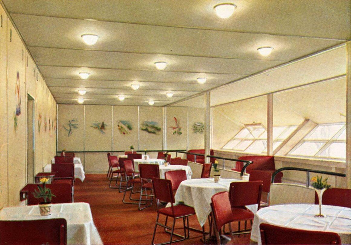 The <em>Hindenburg</em>'s dining room, in 1936.