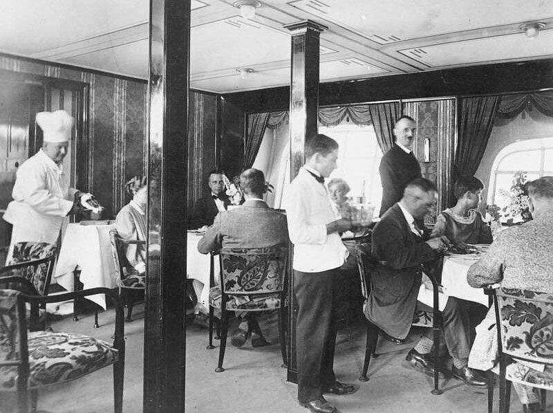 The <em>Graf Zeppelin</em>'s dining room, in 1929.