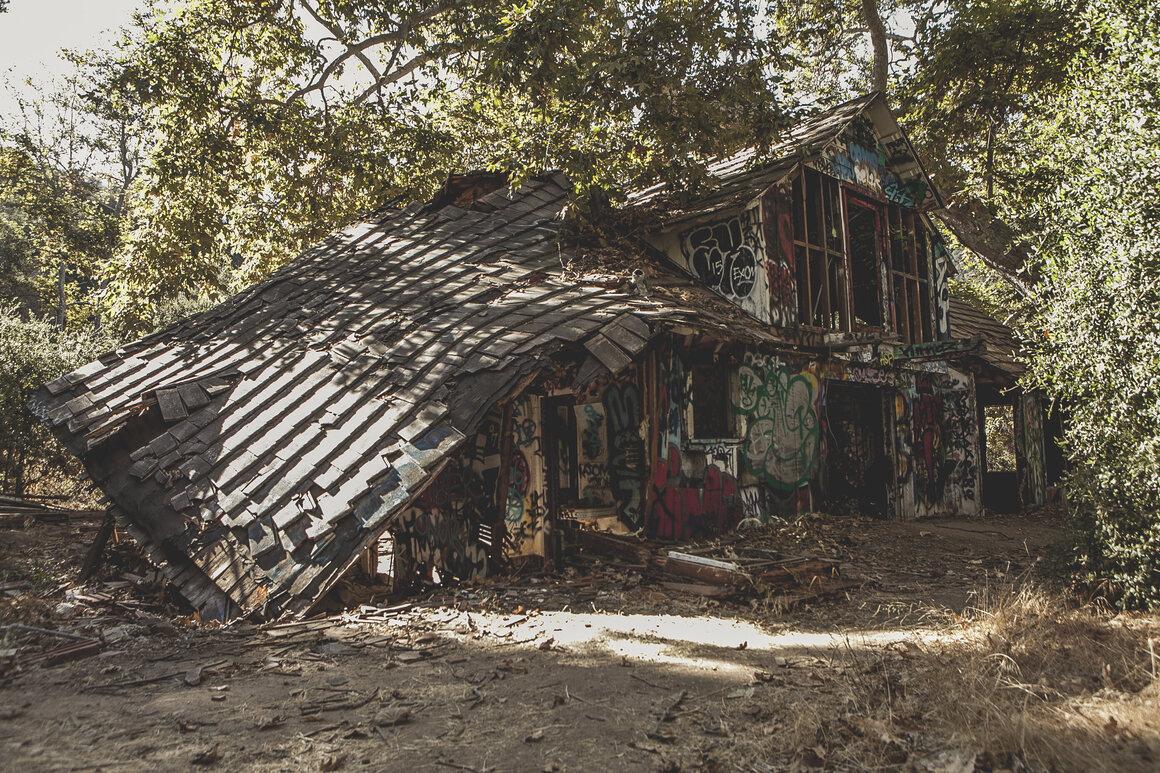 A barn at Murphy Ranch.