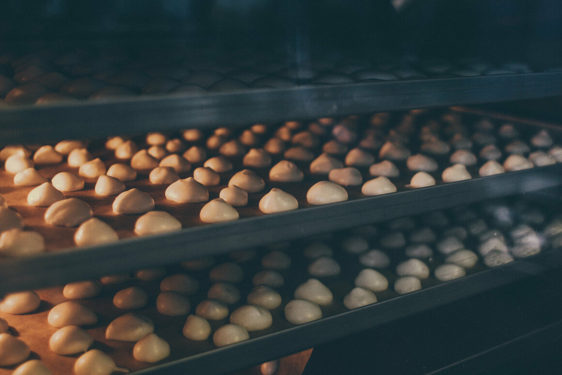 Smog meringues baking ahead of a large-scale tasting.