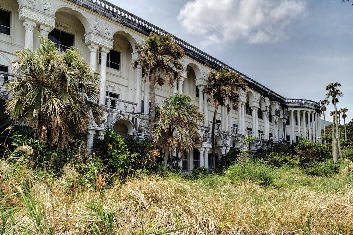 From <em>Haikyo: The Modern Ruins of Japan</em>.