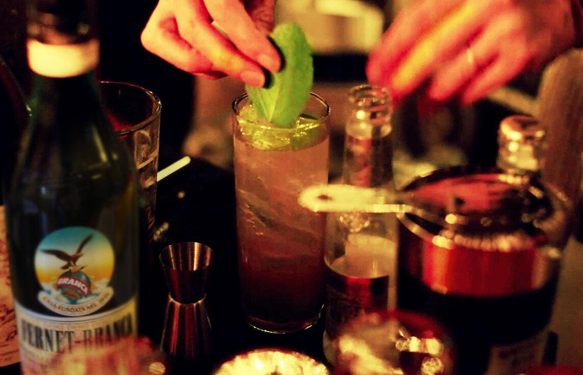 A freshly-poured Eva Perón cocktail.