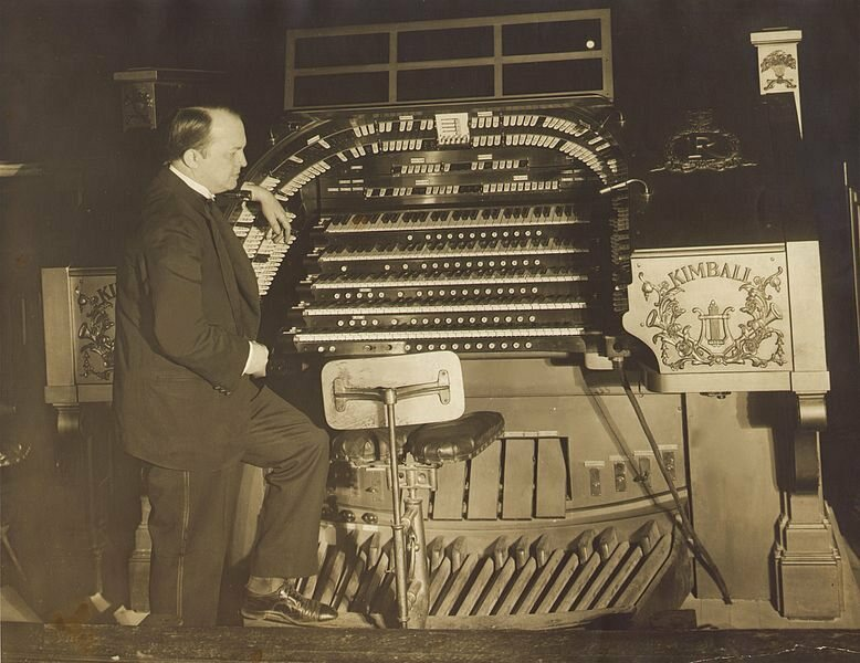 The Roxy Theatre boasted a 110-piece orchestra and a pipe organ, pictured here with the Hungarian composer Dezso d'Antalffy.
