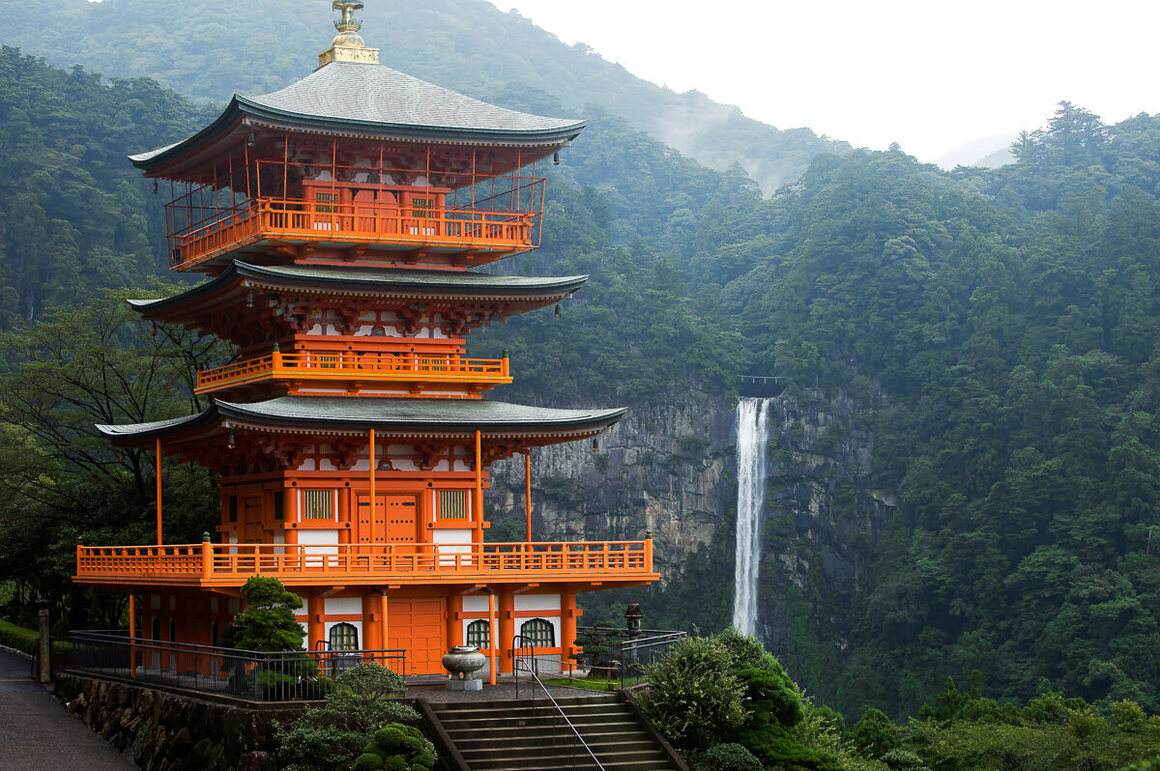 The Seigantoji Pagoda, with the Nachi-no-taki waterfall as a backdrop.