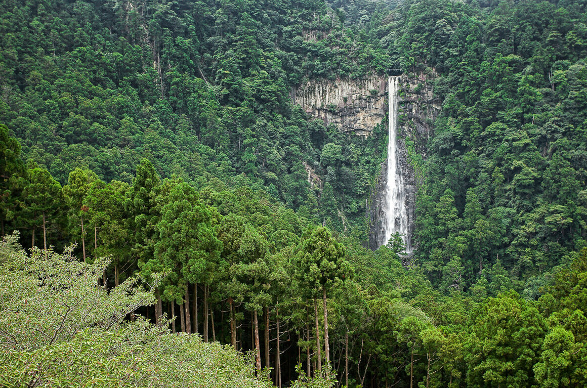 Nachi-no-taki, at 133 meters (436 feet), is the tallest uninterrupted waterfall in Japan.