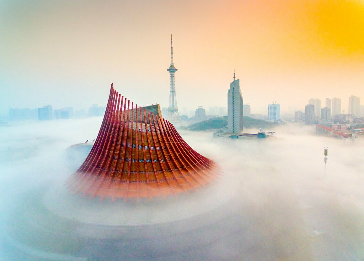 <em>天空之城(City of sky)</em>. A morning mist in Zhuzhou, Hunan, China.
