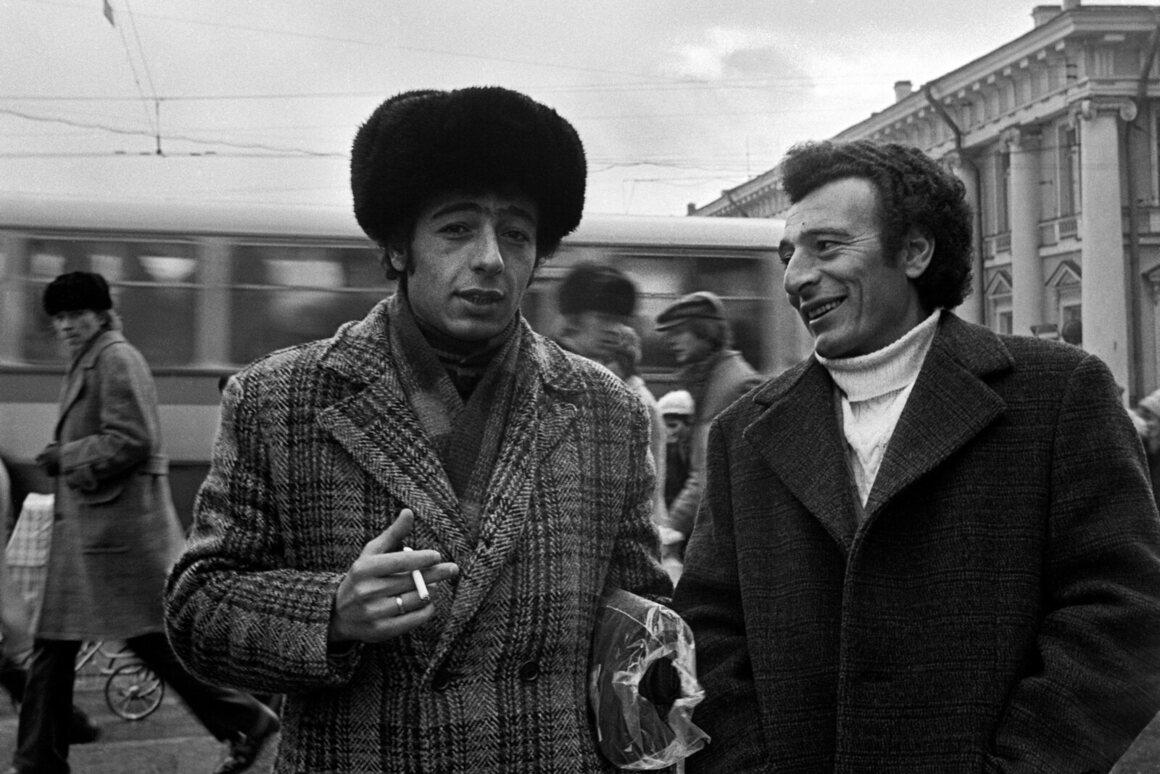 <em>Anichkov Bridge, Nevsky Prospekt, Leningrad</em>, 1976.