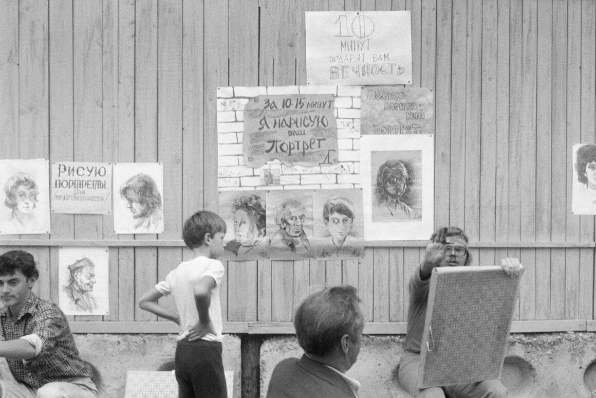 <em>Arbat, Moscow</em>, 1988.