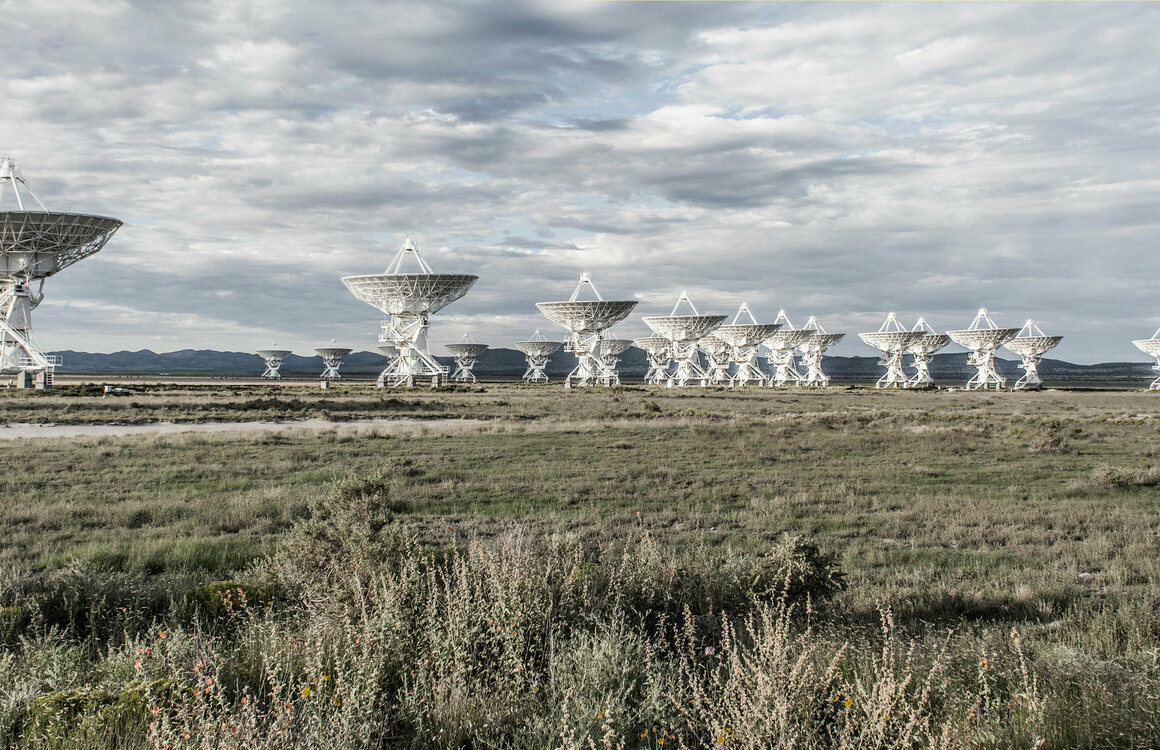 The Very Large Array Radio Observatory near Santa Fe, New Mexico, is close to several UFO sighting locations.