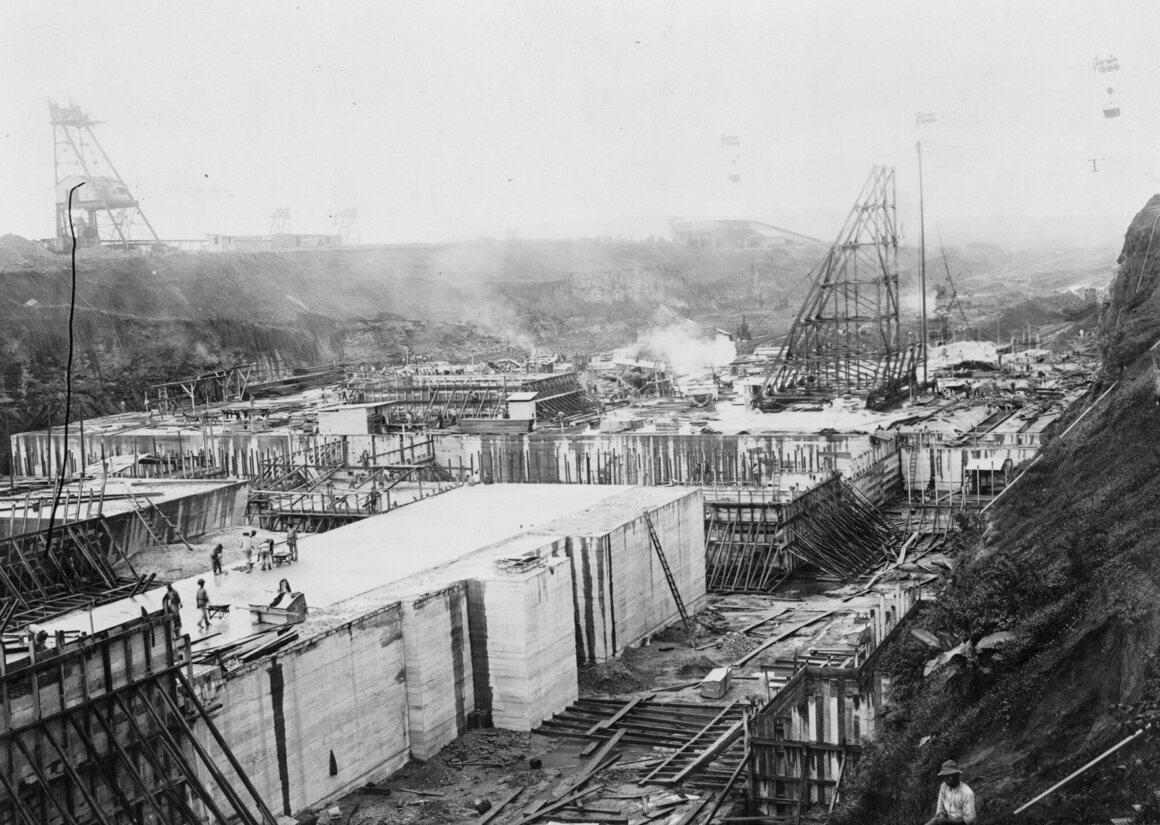 Concrete construction at Gatun Lock site, Panama Canal, c.1910.