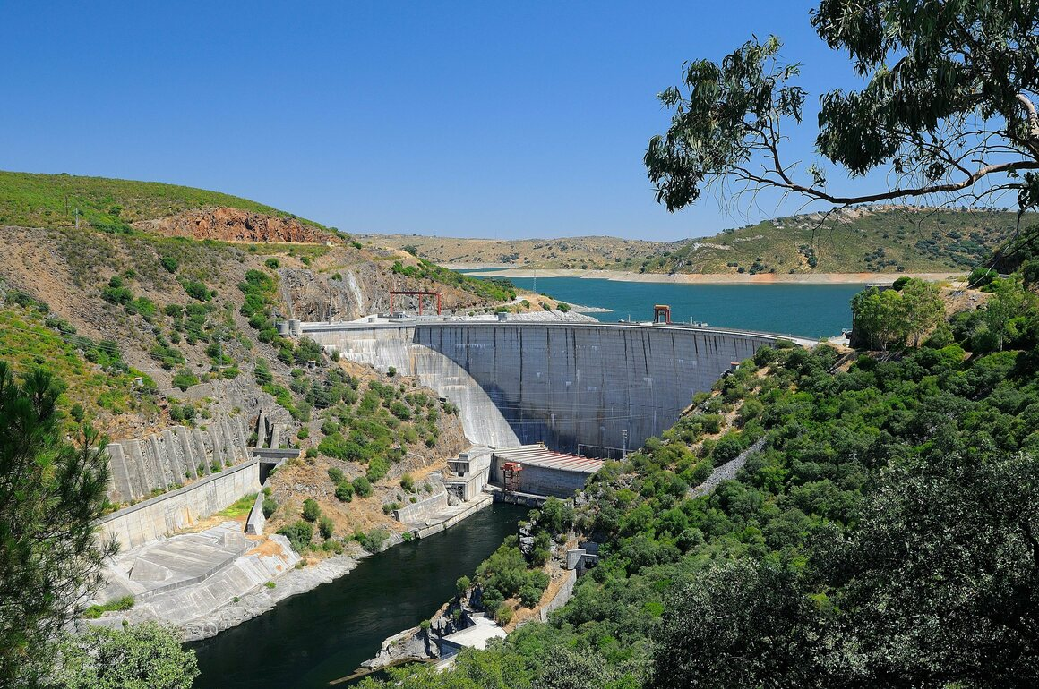 The Valdecañas Dam in Extremadura, Spain.