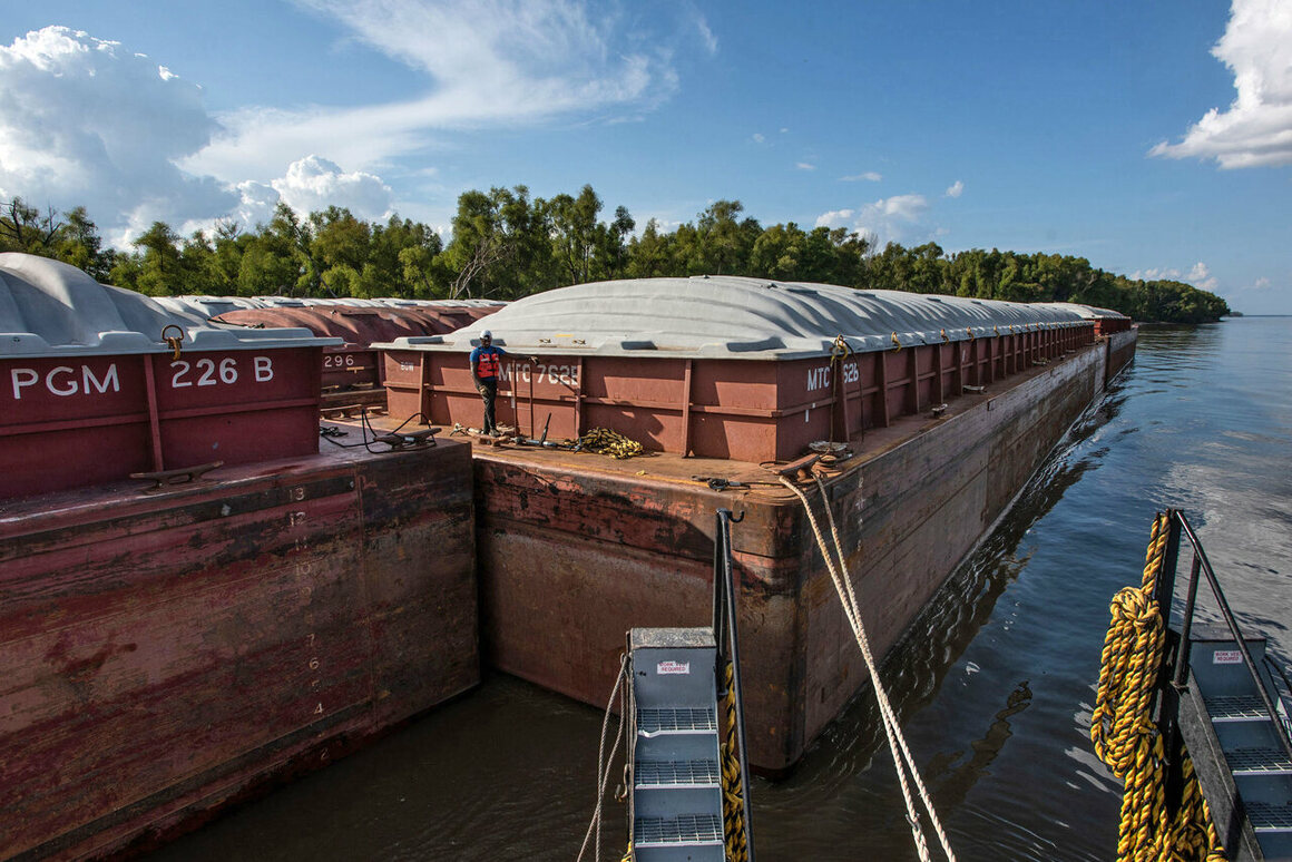 The Triumphs And Tribulations Of Towboats On The Mississippi River Atlas Obscura