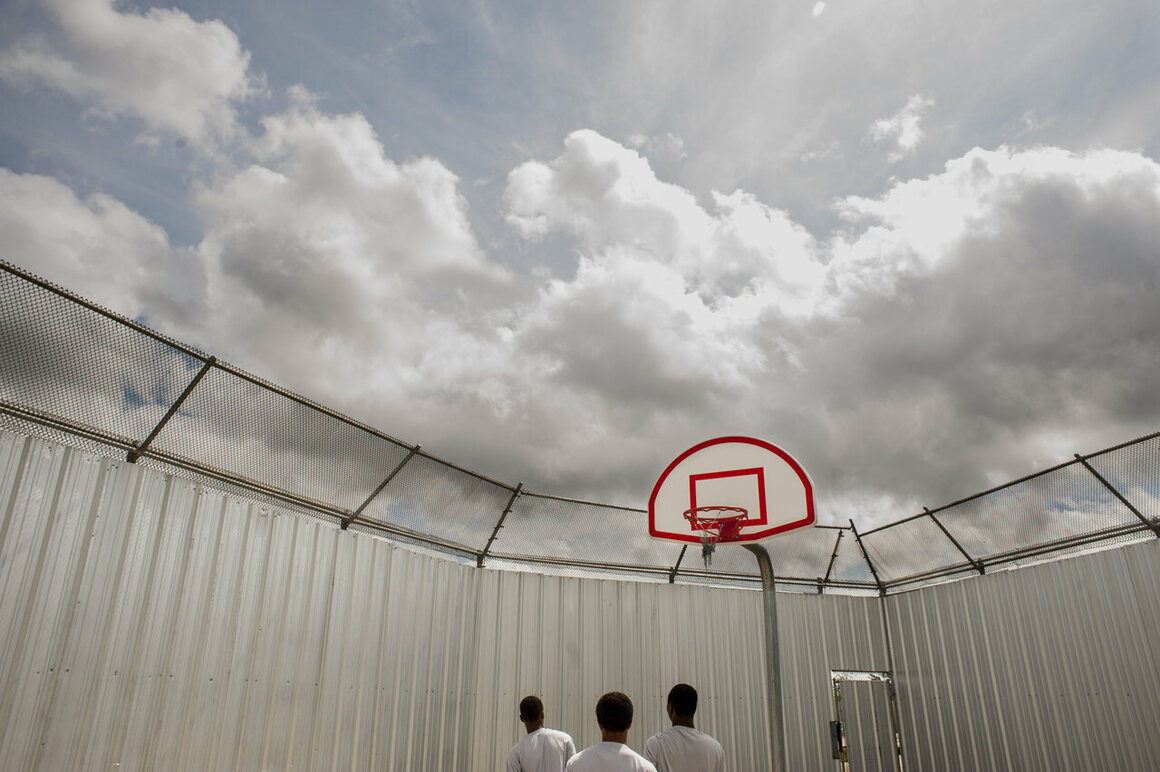 Raymond Thompson Jr., <em>Teen boys playing basketball at the Youth Study Center juvenile detention facility in New Orleans, Louisiana</em>, 2004.