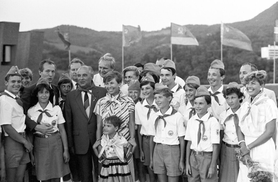 Mikhail Gorbachev (third from left) and his wife Raisa among Artek pioneers.