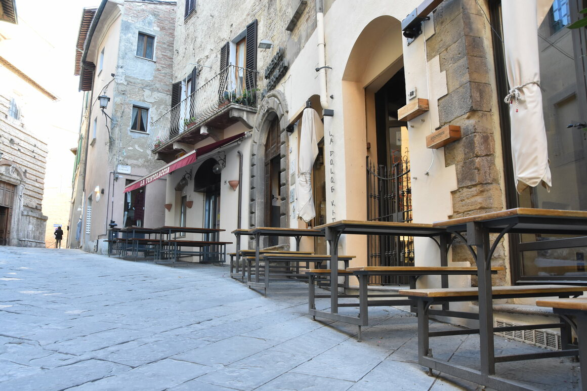 The streets of Montepulciano are empty. Even though the lockdown has ended in Italy, many shops are still closed. Without tourism, many shopkeepers are going into bankruptcy.