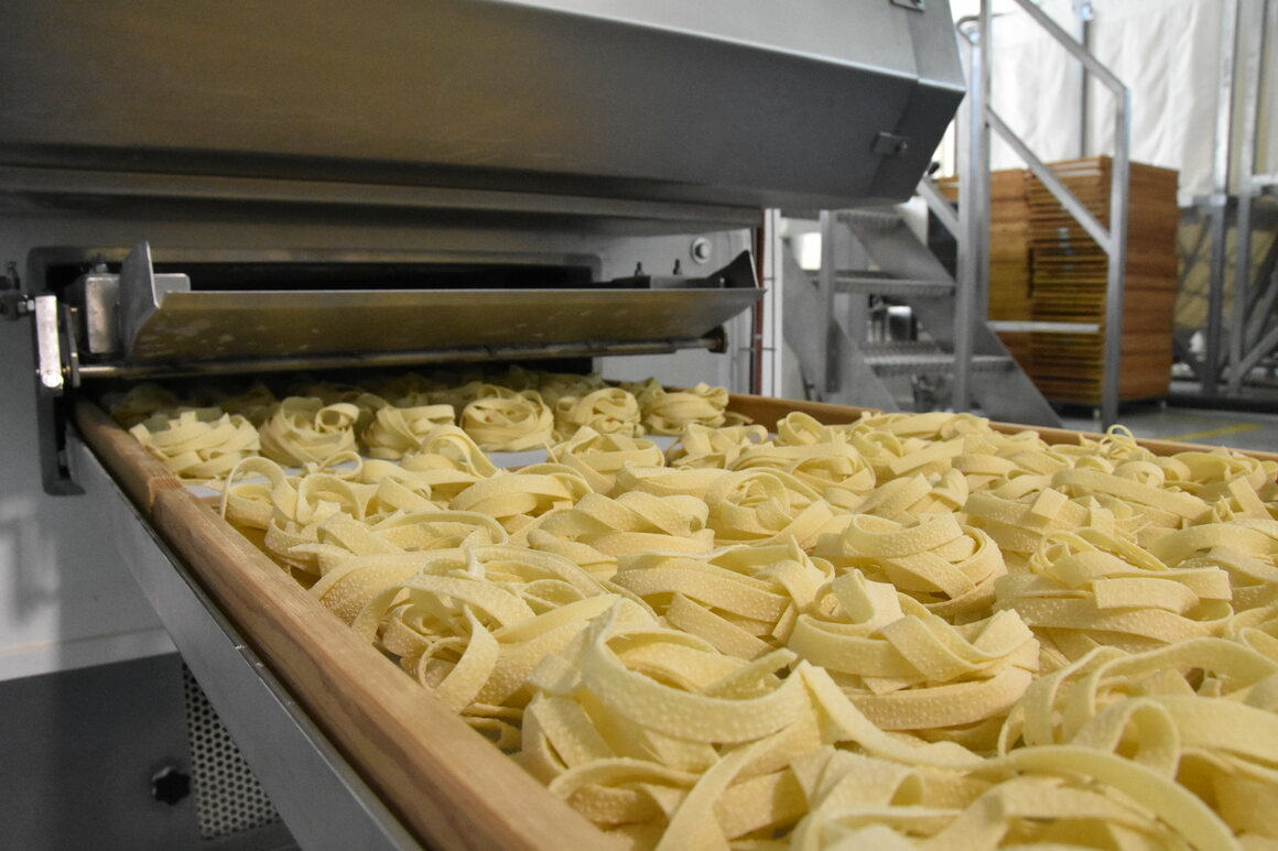 Pasta are dried with a jet of hot air to keep their shape.