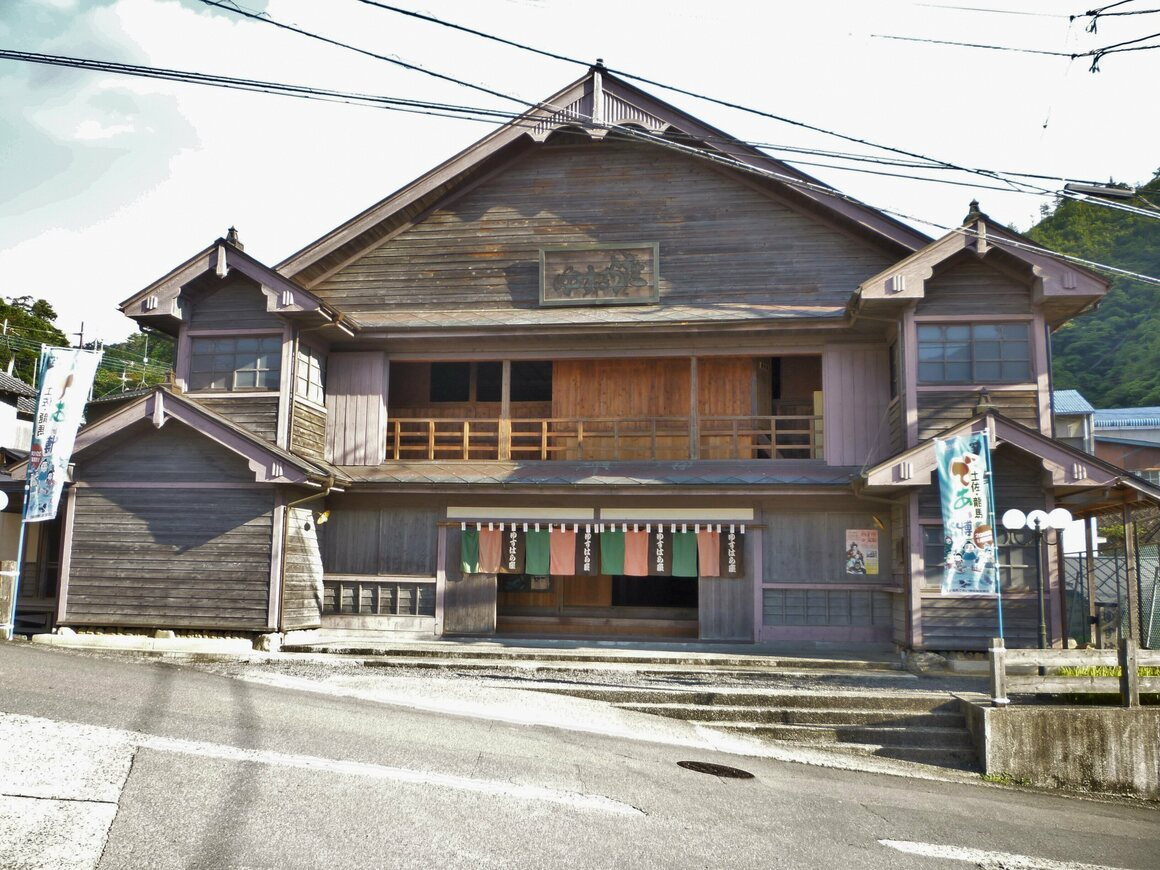 The conservation of this wooden theater put Yusuhara on the architectural map.