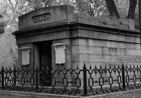 The last remaining tomb in Lincoln Park