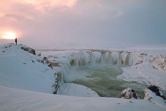 A winter sunset at Goðafoss