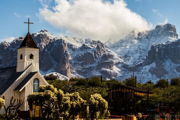Elvis Chapel & Apacheland in Winter