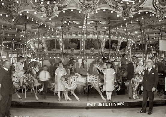 Wait until it stops, the carousel in 1925