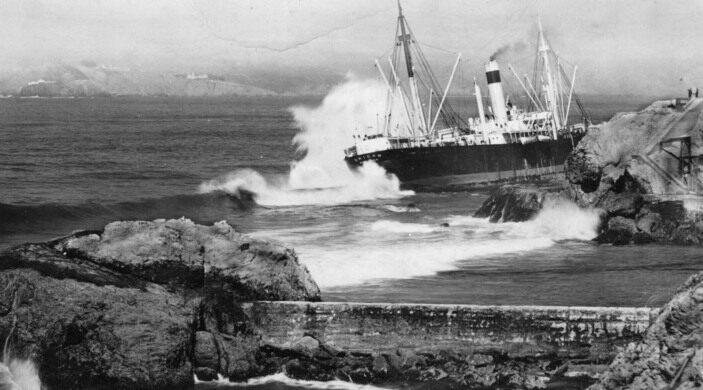 SS Ohioan Runs Aground