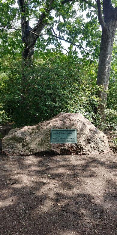 Daniel Burnham's grave in Graceland Cemetery