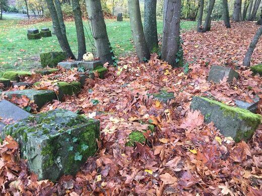 Comet Lodge Cemetery discarded headstones