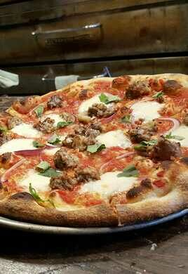 Detroit: East Glisan Pizza