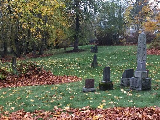 Comet Lodge cemetery graves