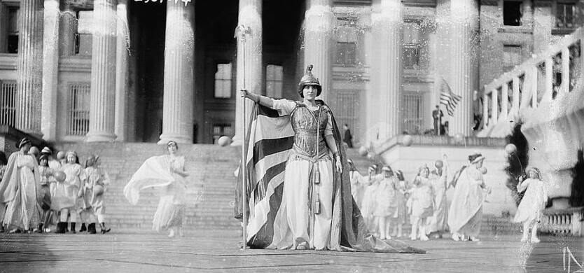 "Gernman actress Hedwig Reicher portraying ""Columbia"" in front of the Treasury Building."