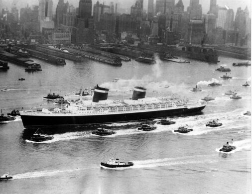 The SS United States as it arrived in New York City on June 25, 1952, to begin its maiden voyage.