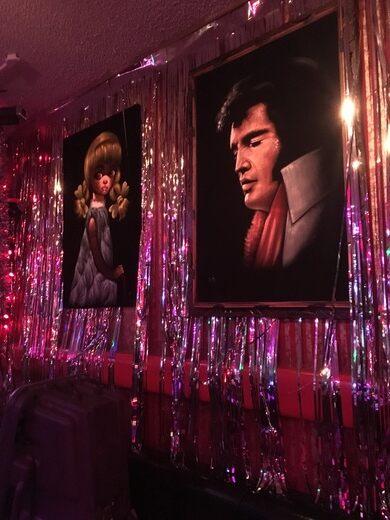 Darrell's Tavern interior.
