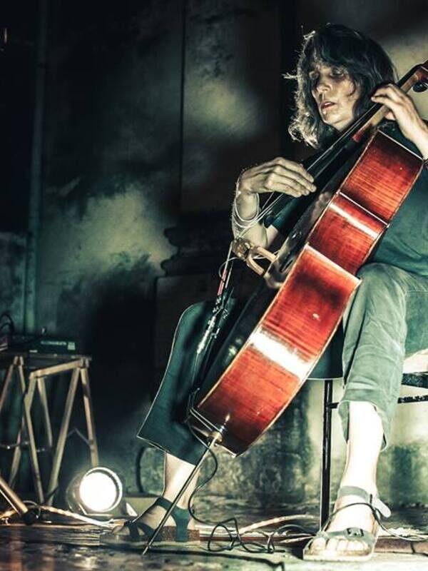 Cellist Lori Goldston