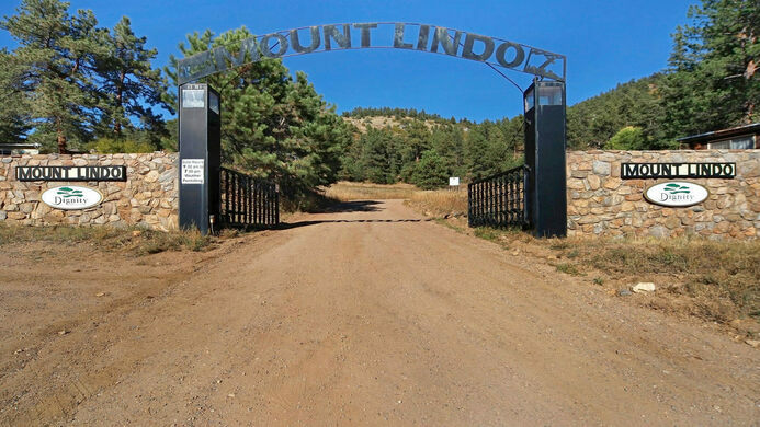 The entrance to Mount Lindo.