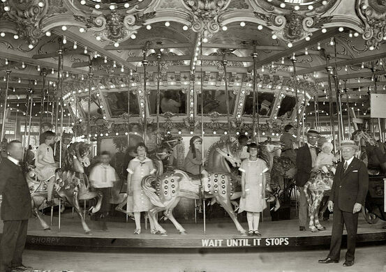 Wait until it stops, the carousel in 1925.