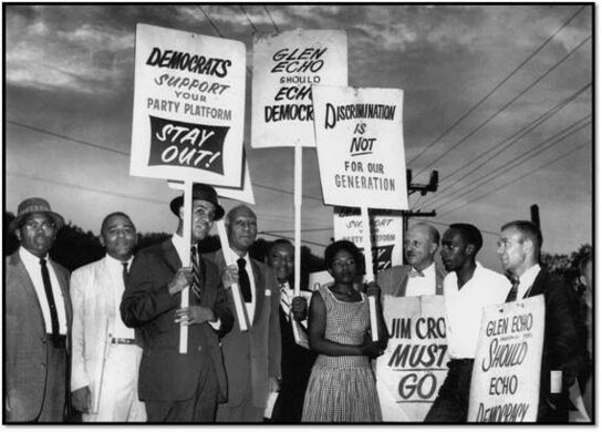 Protesters on Glen Echo Park's segregation policy.