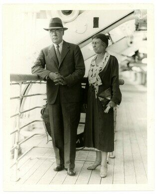 Albert C. Barnes and his wife, Laura Barnes, on board a steamer to Europe (1925).