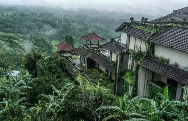 26 of the World's Most Astounding Abandoned Resorts