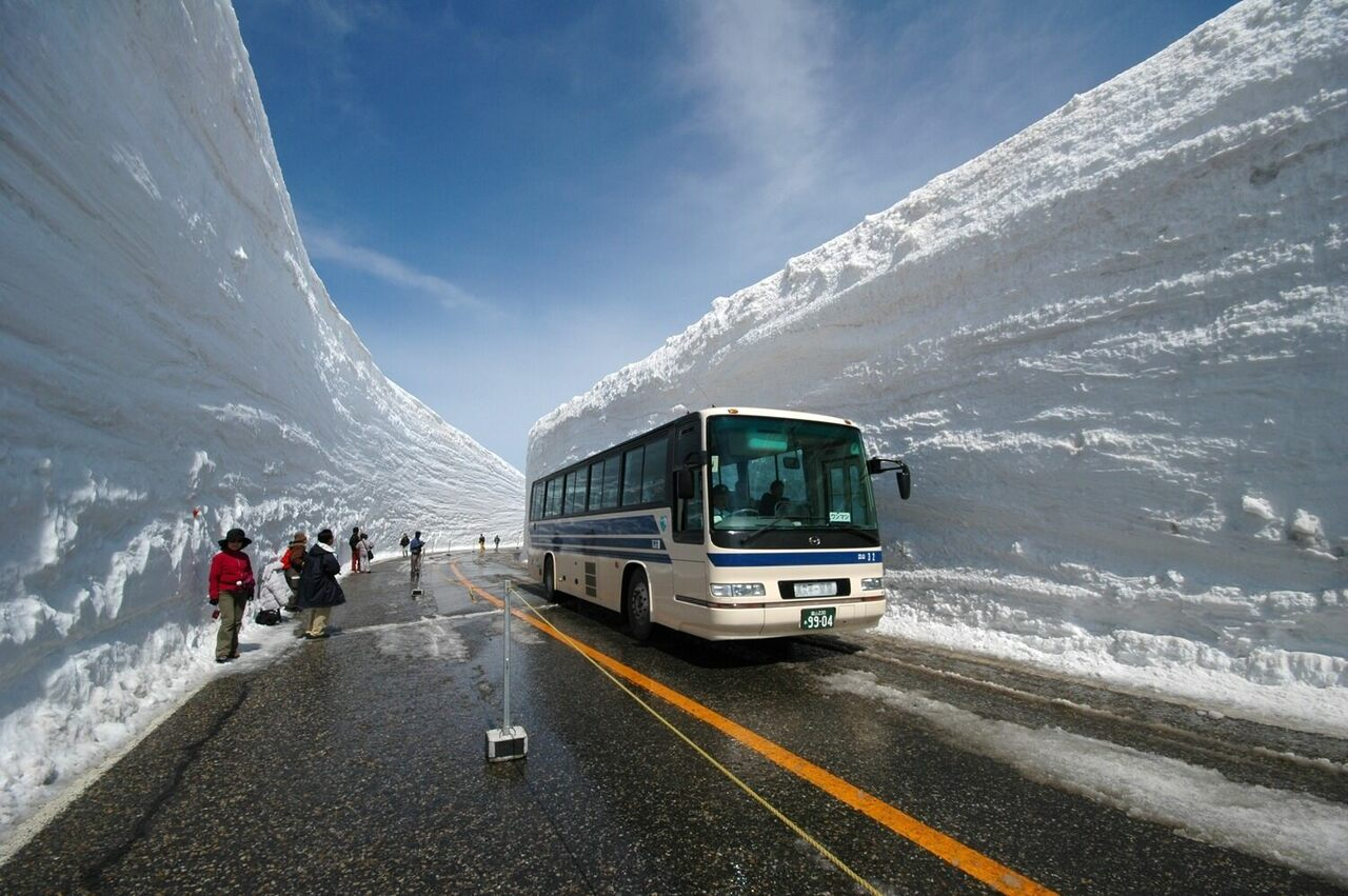 The towering snow walls of Tateyama.