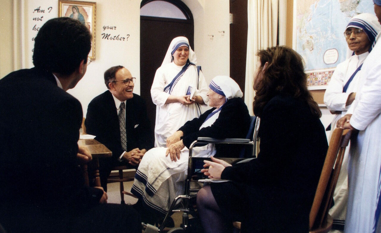 Mayor Giuliani meets with Mother Teresa.