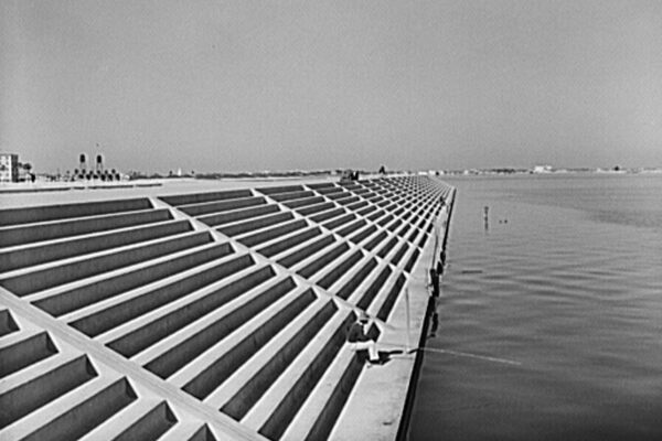 how to build a seawall