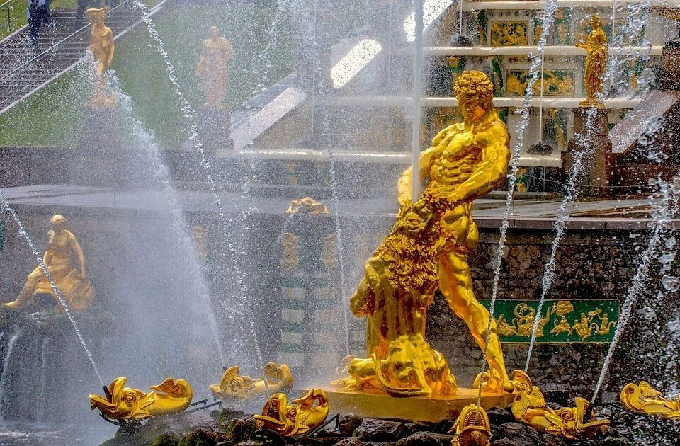The Peterhof Fountains may be the least chill fountains.